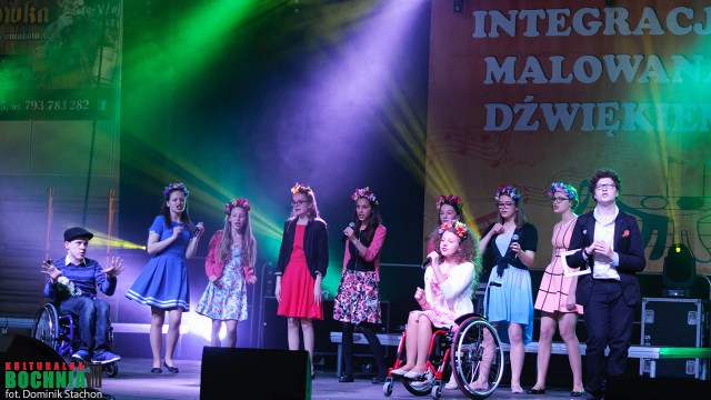 """IX Festiwal Piosenki """"Integracja malowana dźwiękiem"""" w Bochni."""