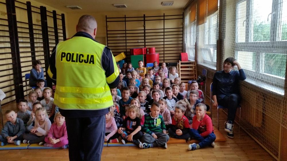 Spotkanie pracowników policji z uczniami klas 0-3 Szkoły Podstawowej